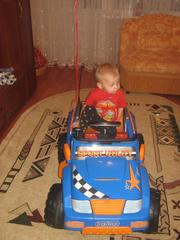СРОЧНО продаю  детский электромобиль
